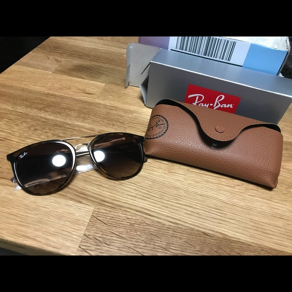 d10b77e02f BRAND NEW NEVER WORN RayBan RB4285 55 Sunglasses